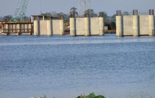 Commencé sous l'ère Gbagbo, le Pont de Jacqueville est devenu l'objet d'un chantage politique odieux alors que se dégrade sa fondation (photo, Frindéthié)