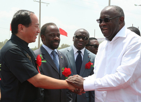 Cote d'Ivoire President Laurent Gbagbo (1st R) shakes hands with Chinese Ambassador to Cote d'Ivoire Wei Wenhua (1st L) during the groundbreaking ceremony of a hospital donated by the Chinese government in Gagnoa, Cote d'Ivoire, on April 4, 2009. (Xinhua/Guo Lichuan)