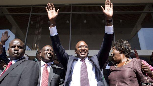 Uhuru Kenyatta (2R) and his deputy William Ruto (2L)