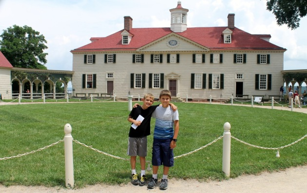 La résidence du premier président américain, George Washington. Jalousement préservée comme édifice national , la maison de Mount Vernon est un lieu de recueillement et d'éducation pour vieilles et jeunes générations américaines.